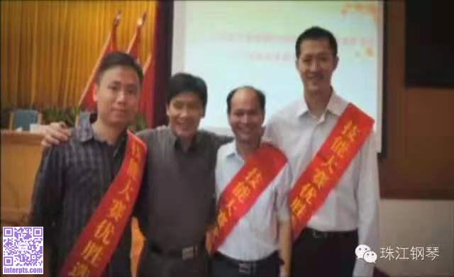 吴汉洲喜获广东省技术能手(右二)程柏青先生(左二)表示祝贺.jpg